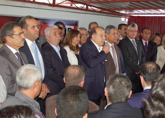 CHP'de bayramlaşmaya 2 vekil katılmadı