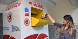 'GİYSİ KUMBARASI'NDA BİRİKİYOR, İHTİYAÇ SAHİPLERİNE DAĞITILIYOR