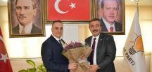 CHP'Lİ BELEDİYE BAŞKANINDAN AK PARTYİ ZİYARETİ