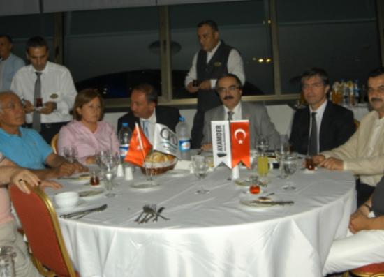 AKP'li Vekilden müeahhitlere övgü