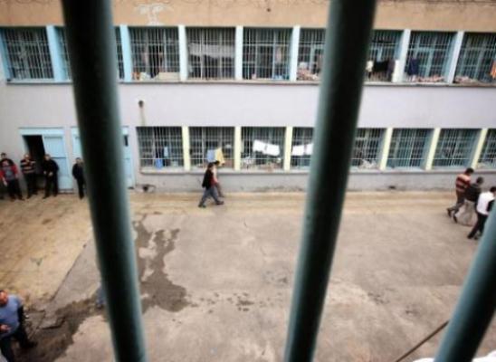 Askeri cezaevini aşk yuvası iddiası