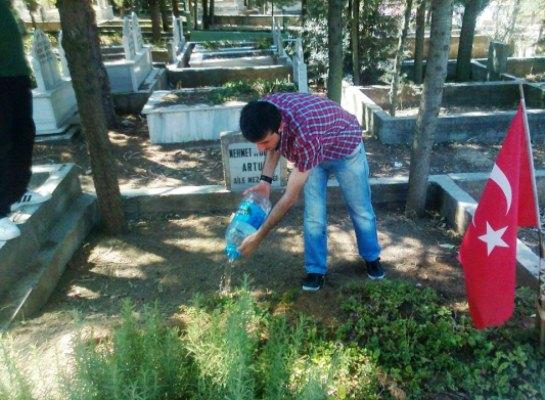 CHP Gençlik kolları mezarlıklarda