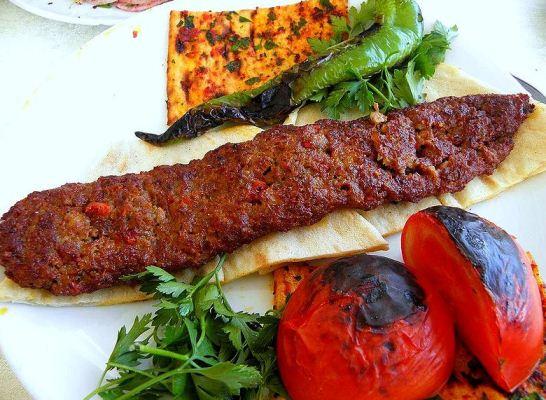 Adana Kebabı Adana'da yenilir
