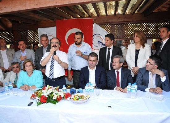 Vali, Ak Partili vekillerle Suriyelileri ziyaret etti