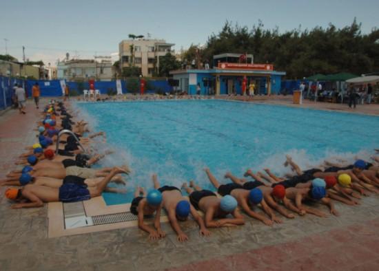 5 bin çocuk yüzme öğreniyor