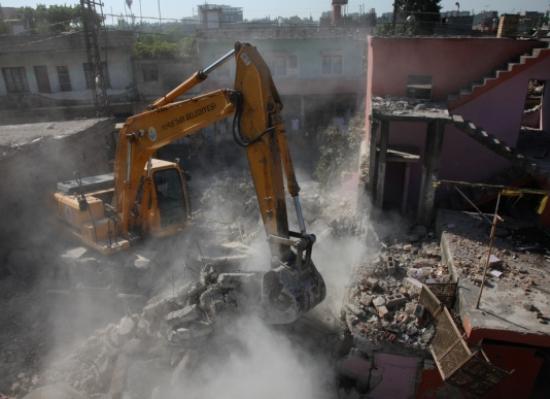Bulvar için binalar yıkılıyor