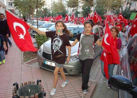Adana Cumhuriyet için yürüdü
