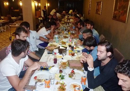 Demirspor'da moral yemeği