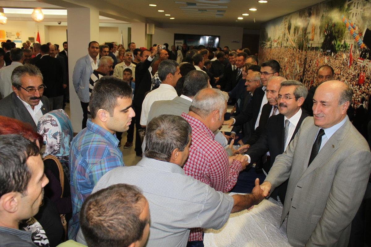 AK Parti'de 6 vekilden 3'ü bayramlaşmaya katıldı