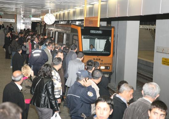 Metro ve otobüsler bayramda ücretsiz