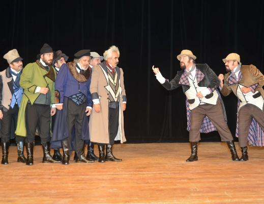 Şehir Tiyatrosu Müfettiş'i sahneliyor