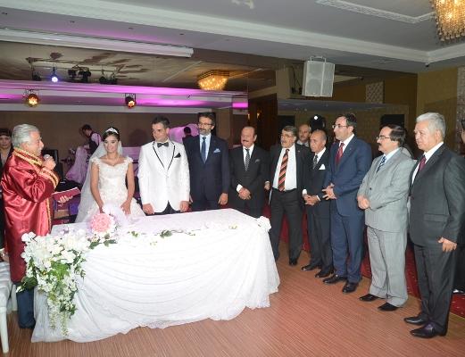 Bakan Adana'da nikah şahidi oldu