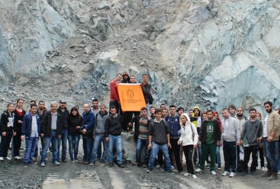 Jeoleji öğrencileri Krom madenlerinde
