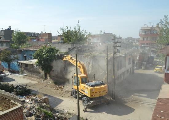 İmara aykırı binalar yıkılıyor