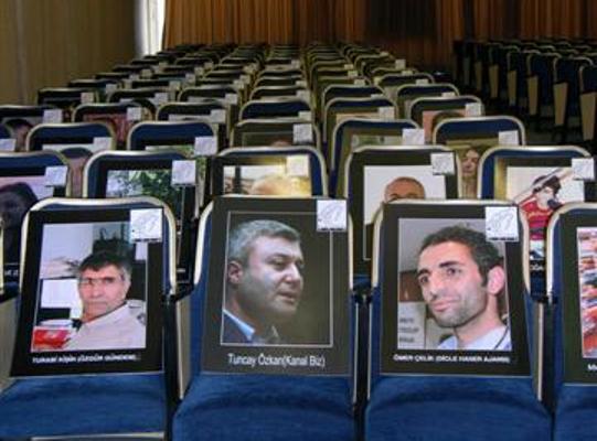 Meslek örgütleri tutuklu gazeteci yakınlarıyla buluştu