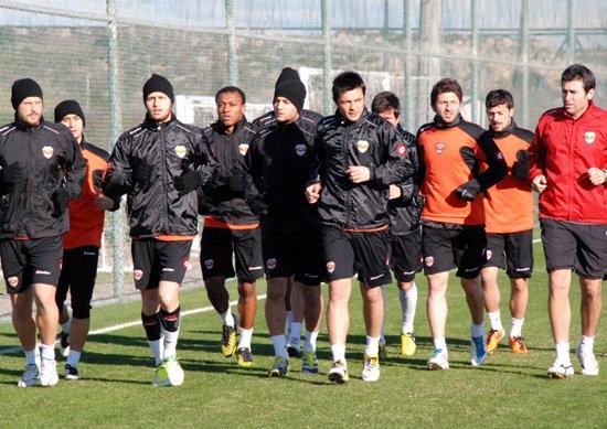 Adanaspor hazırlık maçlarını sürdürüyor
