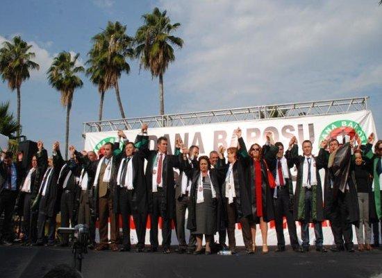 Savunma için Adana'da yürüdüler