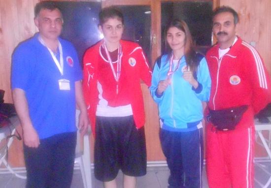 Kadın boksörlerden madalya