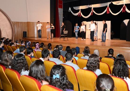 Liseler Tiyatro Şenliğinde buluştu