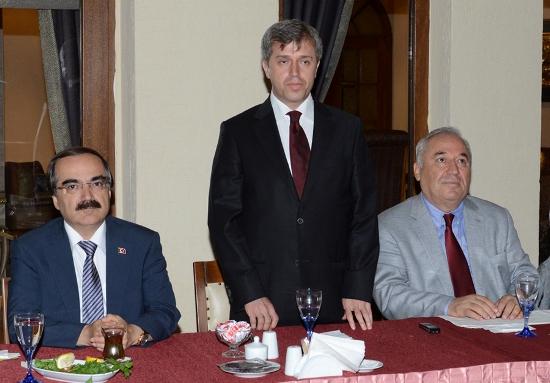 Vali Çınar'a Veda Yemeği