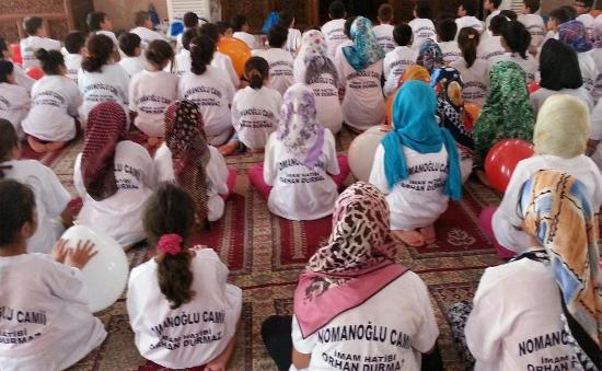Adana'da Camiye Gelen Çocuk Manzaraları