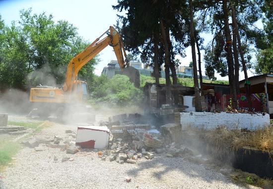 Menderes Bulvarında yıkım başladı