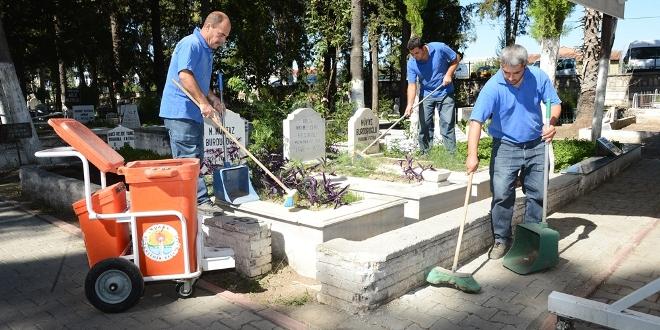 mezarliklar_temizleniyor