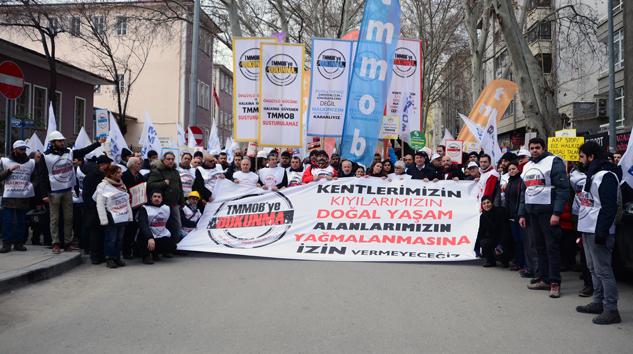 Adana'da Yürüyüş Var