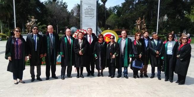 Avukatlar Ata'nın Huzurunda
