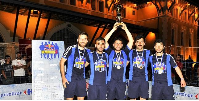 Sokak futbolunda şampiyon Dadaş Bulls