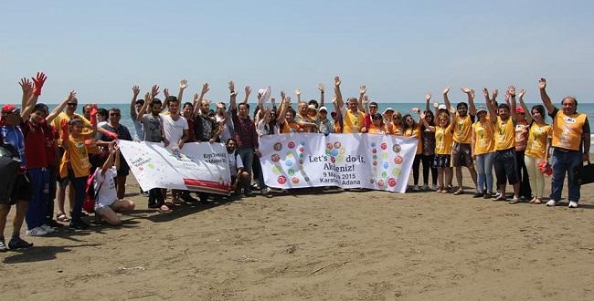 Gönüllüler Karataş Sahilini temizledi