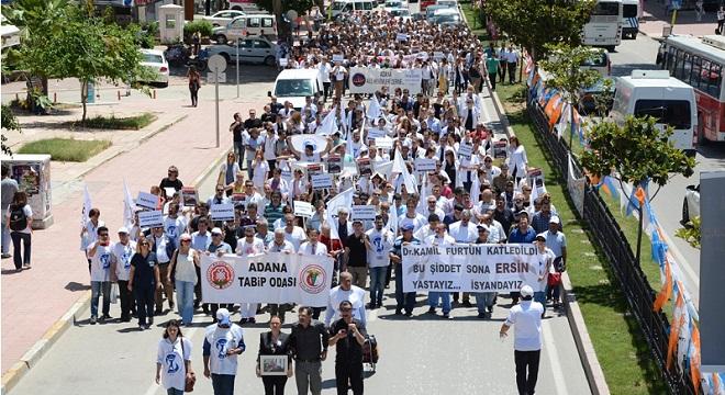 Adana'da Sağlık Çalışanları İş Bıraktı, Yürüdü