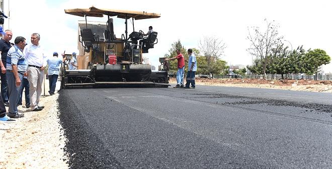 Seyhan'da asfalt mesaisi
