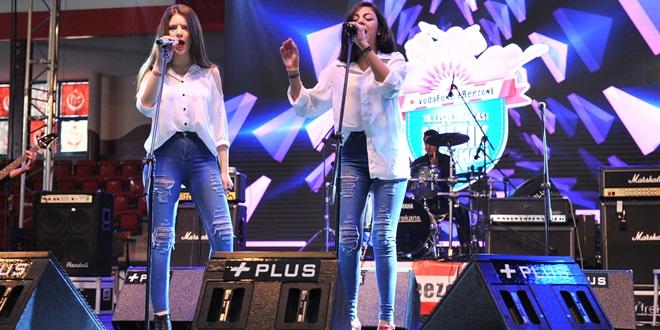 Adana'dan 2 Lise Sahnede