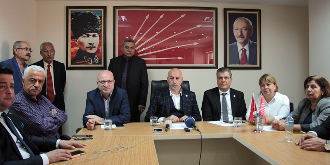 """""""AKP denetimsiz baskın seçim peşinde"""""""