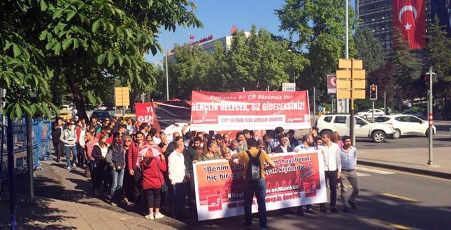 CHP'li gençler Ata'ya koştu (2)