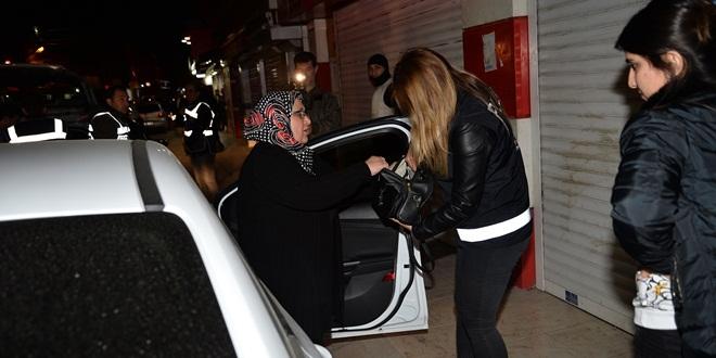 ADANA'DA 2075 POLİSLE HUZUR VE GÜVEN UYGULAMASI