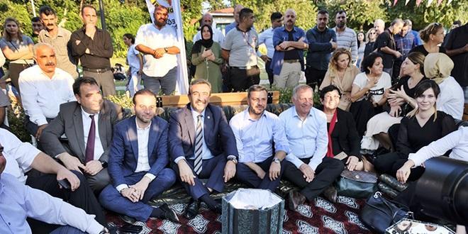 LEZZET FESTİVALİNDE AKP-CHP'Lİ BAŞKANLARIN DAYANIŞMASI