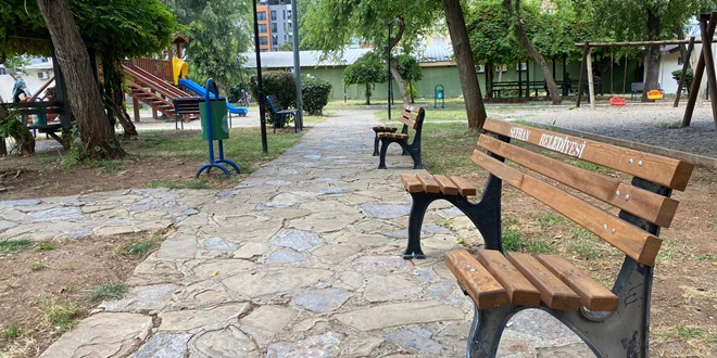 "SEYHAN'DA PARKLARA ""SOSYAL MESAFELİ"" BANK"