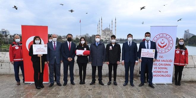 """""""81 GENÇ 81 BAYRAK"""" PROJESİNİN AY YILDIZLI BAYRAĞI ADANA'DA"""